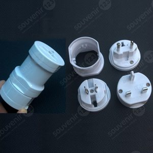 Universal Travel Adaptor Bulat UAR02