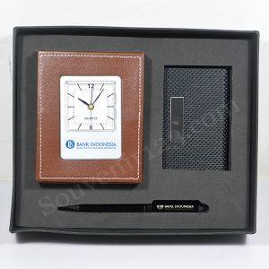 Gift Set Jam Meja + Tempat Kartu Nama + Pulpen (Custom)