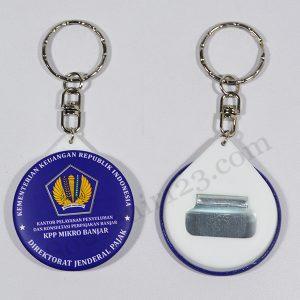 Gantungan Kunci Pin Buka Botol 4.4cm